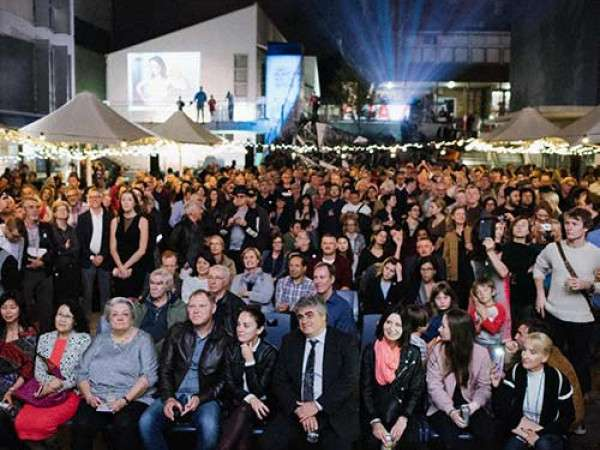 Head On Photo Festival launch with 2000 people